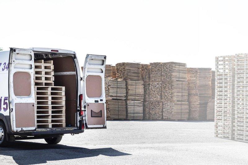 Pallets en una furgoneta